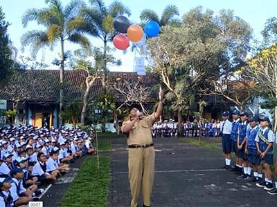 HARI PERTAMA FULL DAY SCHOOL DI SMPN 3 BANGLI